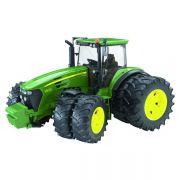 Traktor John Deere 7930 z bliźniaczymi oponami